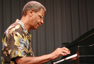 Charles Covington 14680 - at piano c 2007.jpg